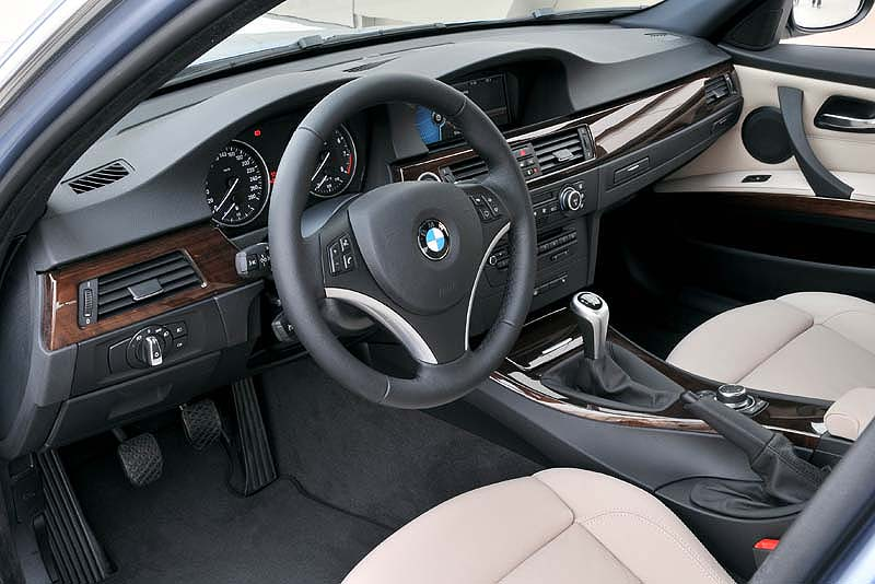 foto bmw 335i modell e90 lci cockpit vergr ert. Black Bedroom Furniture Sets. Home Design Ideas