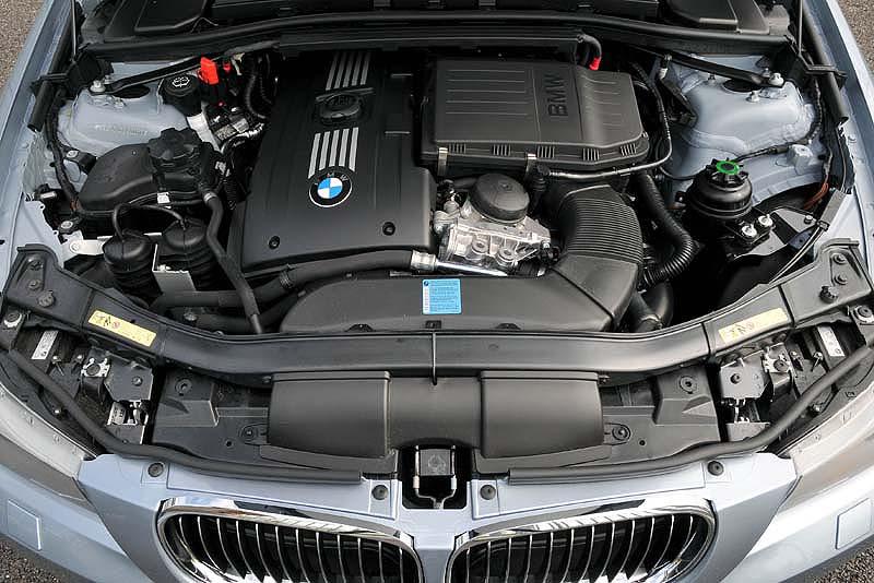 foto  bmw 3er  modell e90  lci   motorraum  vergr u00f6 u00dfert