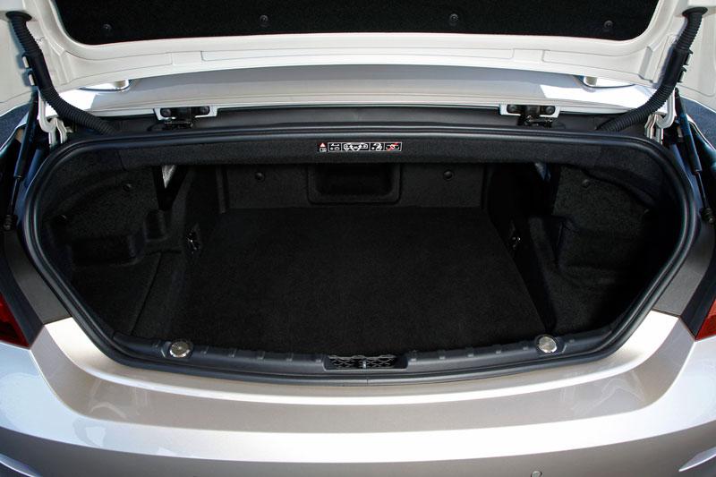 foto bmw 6er cabrio f12 kofferraum vergr ert. Black Bedroom Furniture Sets. Home Design Ideas