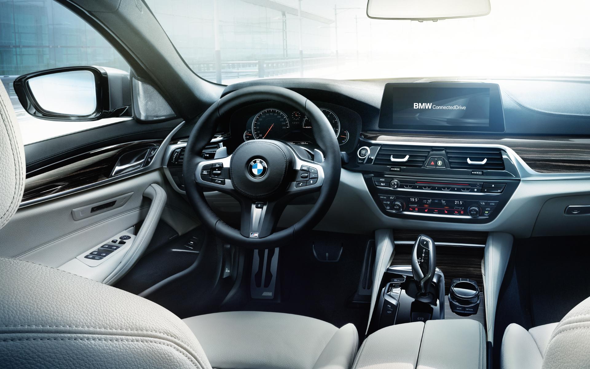 Wallpaper: BMW 5er Limousine (G30) und BMW 5er Touring (G31)