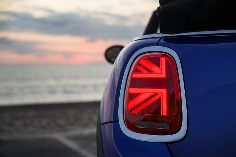 Mini Cooper Lci 2018 >> Foto: MINI Cooper S Cabrio (Facelift 2018). Very british: Heckleuchten im Union-Jack-Design ...