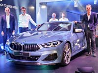 Seite an Seite: Das neue BMW 8er Coupé und der neue BMW M8 GTE gemeinsam in Le Mans.
