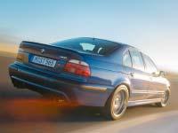 Die dritte Generation des BMW M5: Erstmals mit Achtzylinder-Motor und Aluminium-Fahrwerk.