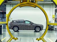 Exklusiver Einblick in das FIZ: BMW Group baut Prototypen des BMW iNEXT im Pilotwerk
