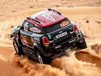 Carlos Sainz triumphiert zum dritten Mal bei der Rallye Dakar und beschert MINI den fünften Gesamtsieg.