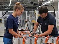 BMW Group beschleunigt Ausbau der Produktion von E-Antriebskomponenten im Werk Dingolfing