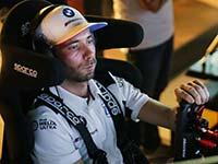 Rennsimulator statt DTM: BMW Werksfahrer Philipp Eng erklärt das Phänomen Sim-Racing.